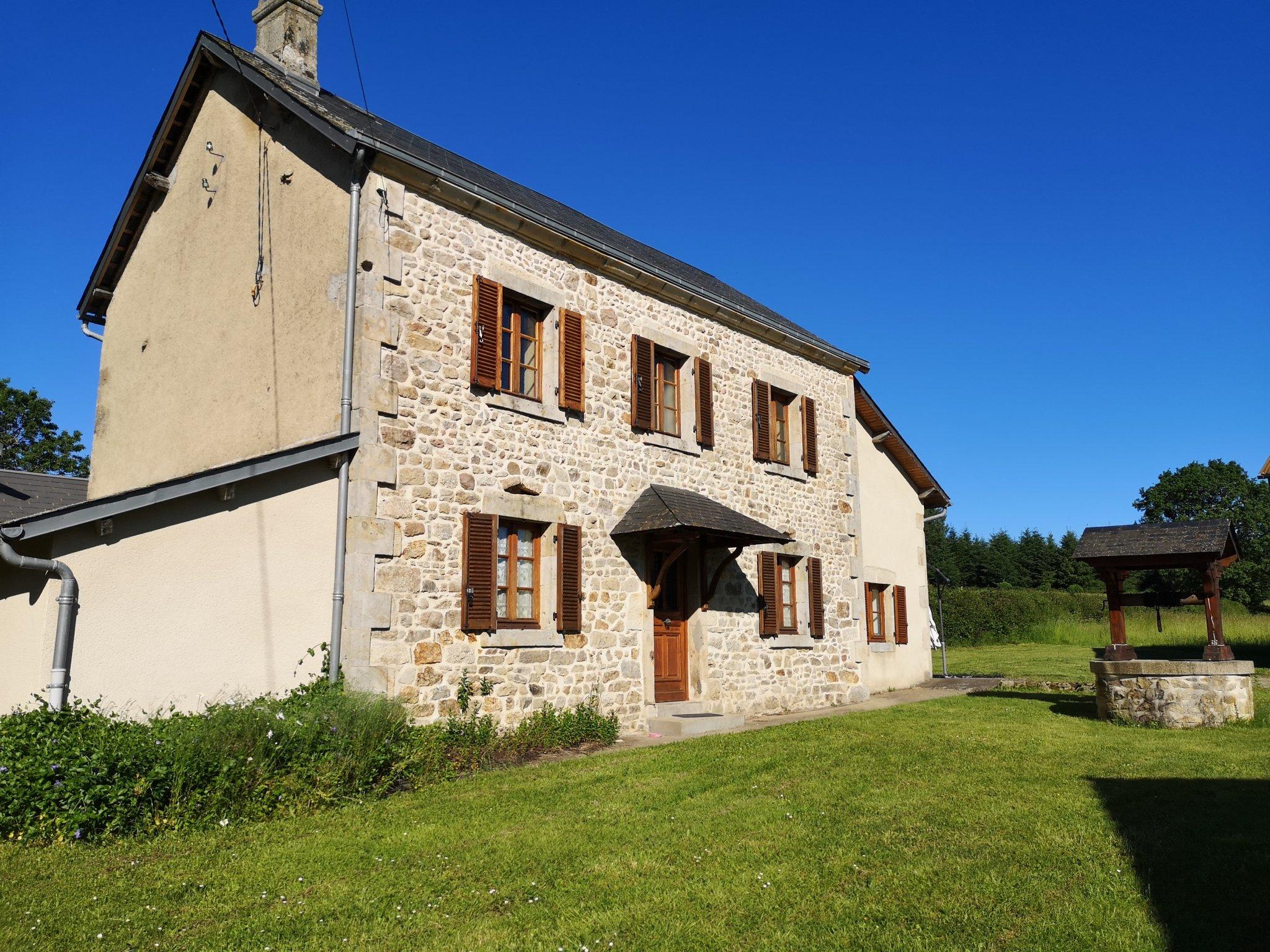 Maison-Villa - Charensat